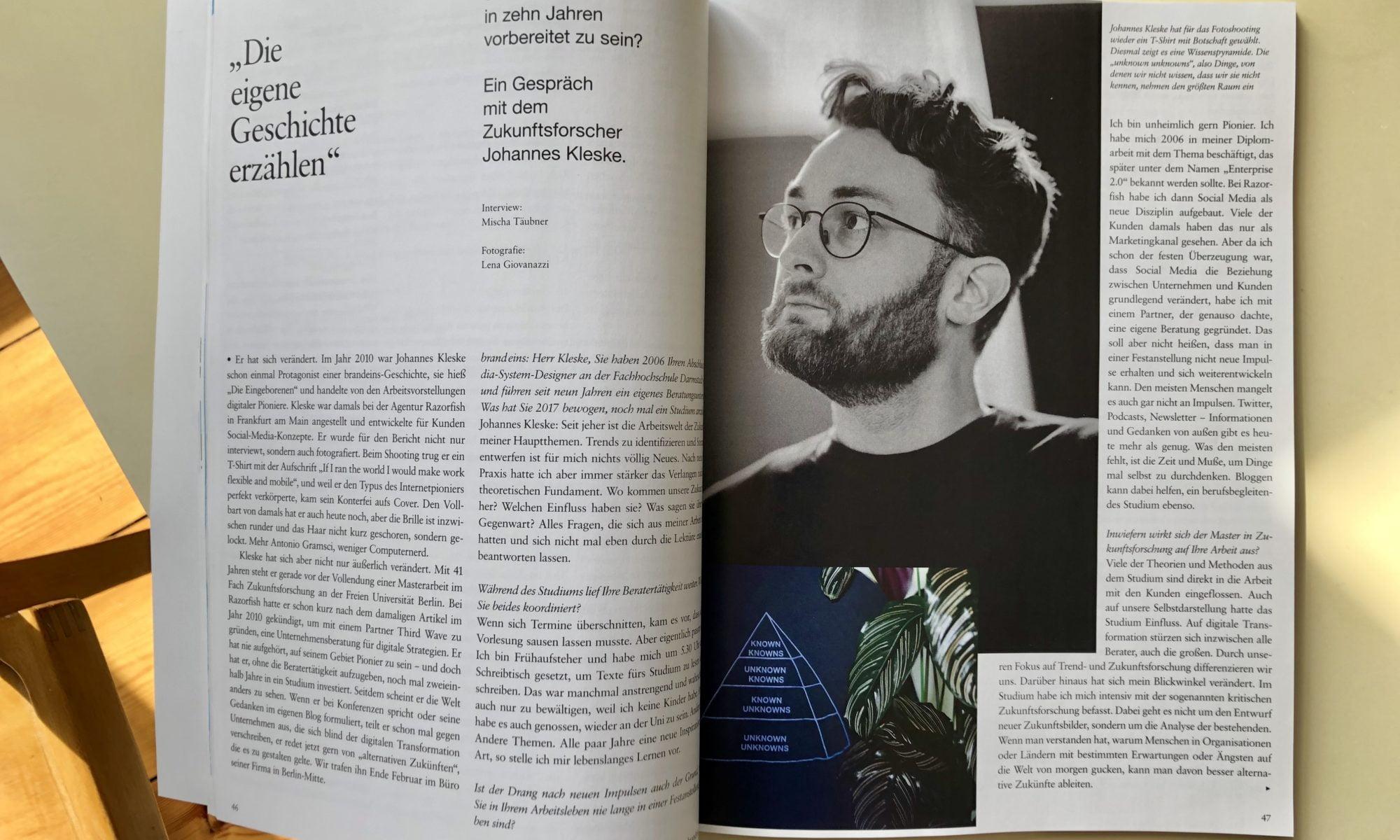 Offene Doppelseite der Brand Eins mit Interview von Johannes Kleske